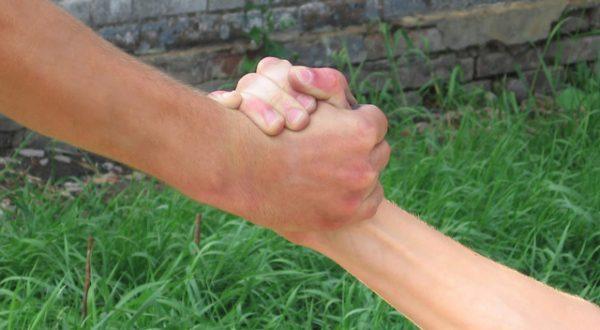 hands-1438638-640x480
